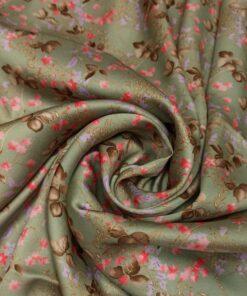 Зеленая атласная вискоза с цветами