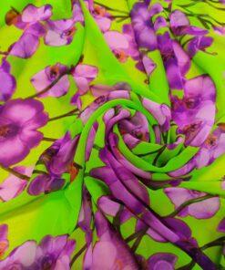 Зеленый искусственный шифон с фиолетовыми цветами