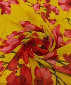 Желтый искусственный шифон с красными цветами