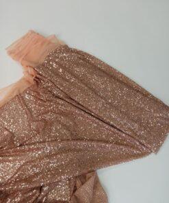 Персиково-розовая ткань с пайетками